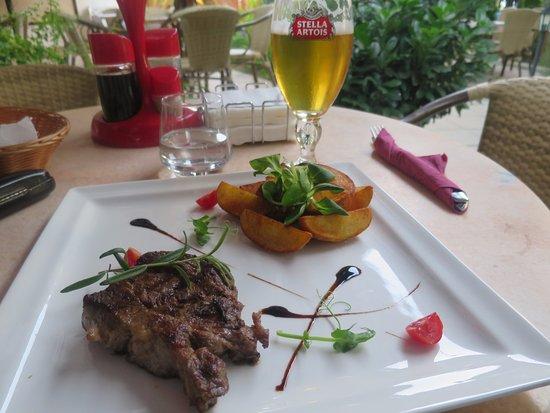 مطعم اموس اليوناني