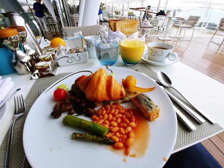 مطعم بيتش كومبرز دبي